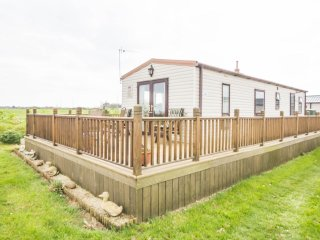 20289 Broadlands, 2 Bed, 6 Berth. Central heated and double glazed, part seaview