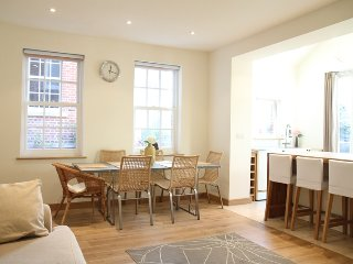 2 Br Cottage London