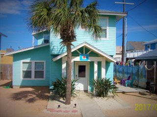 DANCING STARFISH COTTAGE*STEPS AWAY FROM POOL! IN TOWN!  WEEKDAY SPECIALS!, Port Aransas