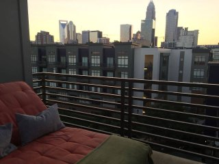 Uptown Oasis with Pool & Private Rooftop Deck, Charlotte