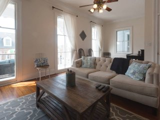 Superb 1860s Victorian Home Close to Attractions, Savannah