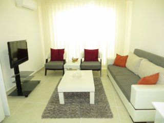 Stella Lux 2 Bedroom Town Apartment - close to local shopping