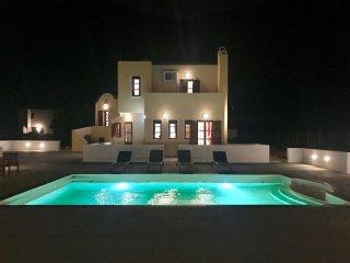 The SKYFALL – 4 Double Bed Villa - Black Beach, Perissa