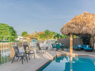 Pompano Isles Tiki Hut - Canalfront Home with Pool and Spa