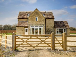 Traditional two bed barn conversion located in the pretty hamlet of Broadwell.