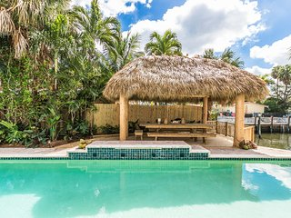 Bel Air Tiki Beach - Waterfront Home with Tikihut - walk to the Beach, Lauderdale by the Sea
