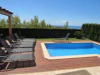 Villa with Sea View and great location!
