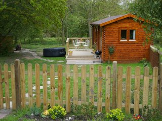 The Cabin at Howe Court with Hot Tub - Dog friendly, Thurnham