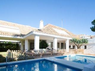 A Modern Style Villa 3 in Puerto Banus for Short Term Rent!