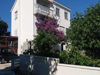 Apartment Irena - Two Bedroom Apartment with Balcony and Sea View, Razanac