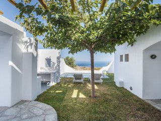 Vorias Villa, 1 bedroom with private pool, sea view, and free car rental