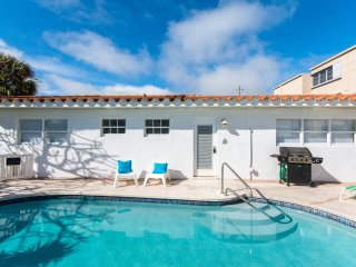 #1 One Bedroom Pompano Beach Villa  - Pool, Short Walk to the Beach