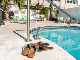 #3 Pompano Beach Villa, 2 BR Apartment, Heated Pool, Walk to Beach!