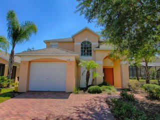 Cozy 4BR 3Bath pool home with game room between Disney & LegoLand from $155/nt, Orlando