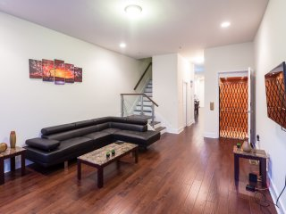 Great 5 star room with lotsa amenities minutes away from NYC in Downtown JC, 1A