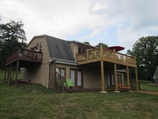 Lakefront Cottage 5BR/3BA~Two Luxury PoolsDockBoatslip~Hot Tubs & More!, Lampe