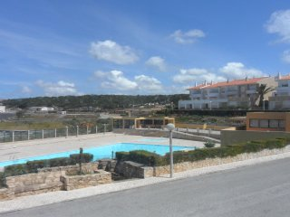 Casa Helena - lovely townhouse with shared pool & tennis courts, Ericeira