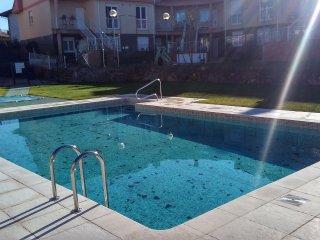 Precioso apartamento con piscina y barbacoa, Puente Arce