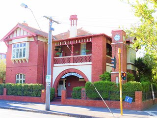 Ye Olde Lodge - Iconic Studio Living Inn The Heart Of Melbourne