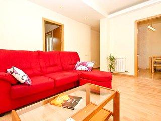Spacious 3 bedroom apartment near Sagrada Familia