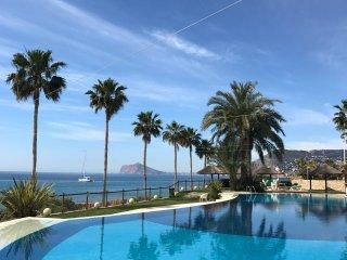 Calpe, apartamento frente al mar. Playa. Piscina. Club social. Pádel.