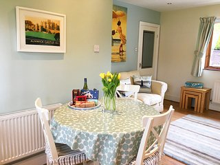 Midwood Cottage open plan lounge kitchen diner with dish washer and washer drier. Free WIFI