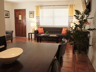 Comfy & Convenient St. Pete Duplex Apt. - ,Near Downtown, the Beaches & MLB !