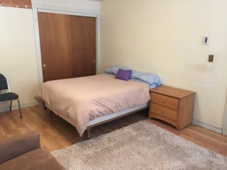 Spacious Comfort Room Close to T & Boston_1C