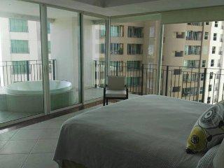 3 Bedroom in Grand Venetian. Amazing View