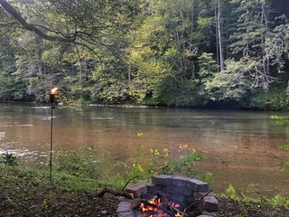 New River Haven-Riverfront, Pet Friendly, Fire Pit