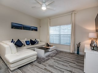 Classy 4 bedroom 3 bath Champions Gate townhouse from $128nt