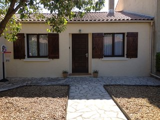 Villa Style House with Gardens, Garage, BBQ, Terrace, Magalas