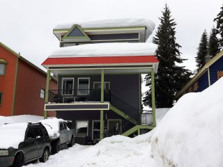 Abbott Suite - 2 Bed/2 Bath backing on to Alpine Chair - Sleeps 6 -Pet Friendly