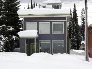 6 Bedroom Home (Sleeps 20) in Fantastic Location with Two Private Hot Tubs!, Silver Star