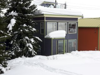 Abbott Chalet Upper - 4 Bed / 3 Bath - Pet Friendly - Sleeps 12