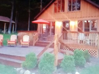 BEAUTIFUL CHALET IN THE WOODS, Bemus Point