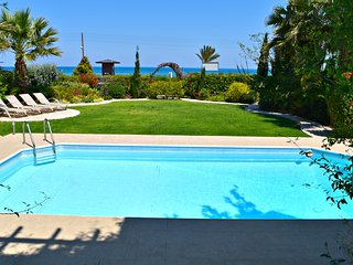 Latch Beach Frontline Detached Villa - Amazing Sea Views - Private Pool - Wifi