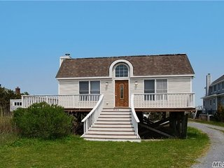 Hamptons Beach House, steps to beach., Westhampton