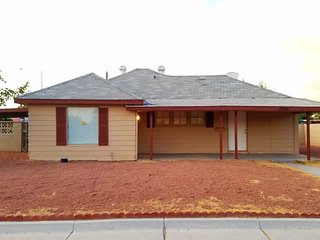 Beautiful Remodeled 4-Bedroom Home; 5 Min from Strip