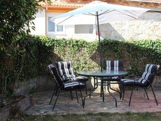 Habitacion cama matrimonio en casa con jardin