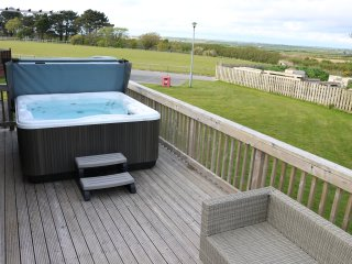 Kamileon - Lodge 6 (Atlantic Bays) with Hot Tub, St Merryn