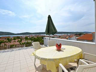 Apartment Luana - Two Bedroom Apartment with Terrace and Sea View, Pirovac
