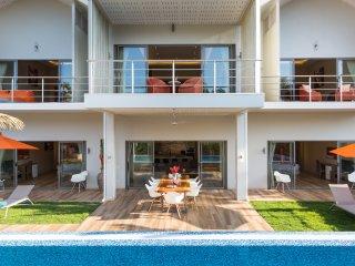 Brand-new villa Bacardi (with big projector screen)