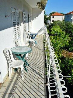 A1(6): balcony