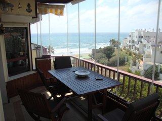Mijas, Riviera del Sol. Apartamento en primera linea de playa.