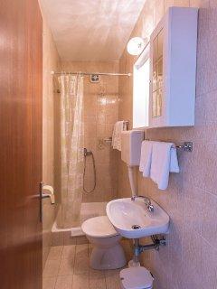 Ivana (6+2): bathroom with toilet