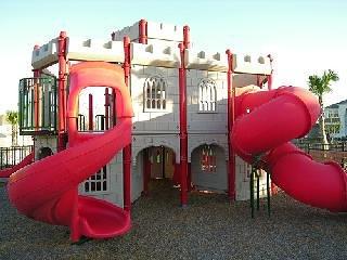 Kinderen speeltuin dicht bij het huis