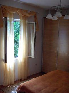 R3(2): bedroom