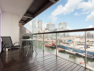 Canary Wharf Luxury River view appartment