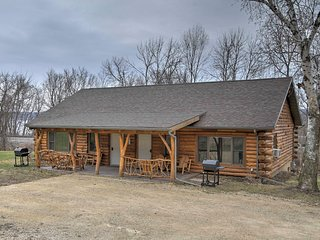 NEW! 2BR Ferryville Cabin on Mississippi River!